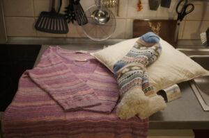 Pullover, Socken, Federkissen